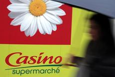 Casino a redressé ses résultats en France, mais voit son résultat opérationnel chuter de 18% au premier semestre, plombé par la baisse du real brésilien. /Photo d'archives/REUTERS/Eric Gaillard