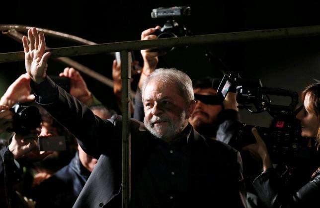 Brazil's former president Luiz Inacio Lula da Silva attends a protest against Brazil's interim President Michel Temer and in support of suspended President Dilma Rousseff at Paulista Avenue in Sao Paulo, Brazil, June 10, 2016.  REUTERS/Paulo Whitaker