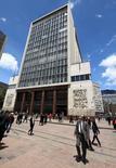 La sede del Banco Central de Colombia en Bogotá, abr 7, 2015. El Banco Central de Colombia subió el viernes su tasa de interés en 25 puntos base a un 7,75 por ciento, una decisión en línea con lo esperado por la mayoría del mercado.  REUTERS/Jose Miguel Gomez
