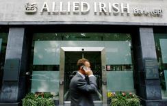 Des banques en Italie, Irlande, Espagne et Autriche ont obtenu les plus mauvais résultats aux tests de résistance des principales banques européennes, conduits sous l'égide de l'Autorité bancaire européenne (ABE) et rendus publics vendredi soir. /Photo d'archives/REUTERS/Luke MacGregor
