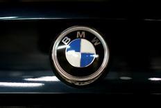 BMW a annoncé mardi des résultats du deuxième trimestre meilleurs que prévu grâce à la demande pour son SUV X1 et sa nouvelle série-7. /Photo prise le 6 juillet 2016/REUTERS/Maxim Zmeyev