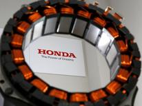 Деталь мотора, разработанного совместно Honda Motor Co. и Daido Steel Co.  Японский автопроизводитель Honda Motor Co отчитался о большем, чем ожидалось, росте операционной прибыли в первом квартале благодаря увеличению продаж автомобилей и мотоциклов, а также сокращению расходов, позволивших нивелировать влияние укрепившейся иены. REUTERS/Issei Kato