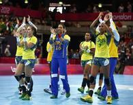 Jogadoras da seleção feminina de handebol após partida nos Jogos de Londres, em 2012.     03/08/2012              REUTERS/Marko Djurica