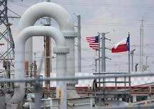 Трубы Стратегического нефтяного запаса в Техасе. Запасы нефти в США снизились на прошлой неделе, показали данные Американского института нефти (API) во вторник.   REUTERS/Richard Carson