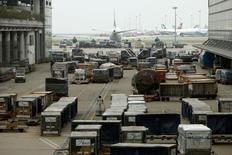 Cargo is seen at HACTL SuperTerminal 1 at the Hong Kong International Airport April 20, 2010.  REUTERS/Tyrone Siu/File Photo