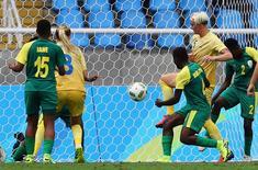 Sueca Nilla Fischer marca gol contra África do Sul no Engenhão. 03/08/2016 REUTERS/Leonhard Foeger