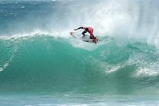 Surfista brasileiro Gabriel Medina durante competição em J-Bay, na África do Sul. 06/07/2016 WSL/Cestari