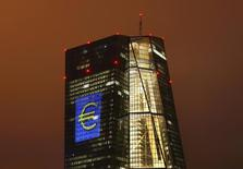 La sede del BCE, en Fráncfort, Alemania, 12 de marzo de 2016. El panorama económico global se ha vuelto más incierto tras la decisión de Reino Unido de abandonar la Unión Europea, dijo el jueves el Banco Central Europeo, reafirmando su disposición a actuar, si fuera necesario, para respaldar la inflación en la zona euro. REUTERS/Kai Pfaffenbach/File Photo