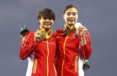 2016 Rio Olympics - Diving -  Victory Ceremony  - Women's Synchronised 3m Springboard Victory Ceremony  - Maria Lenk Aquatics Centre - Rio de Janeiro, Brazil - 07/08/2016. Shi Tingmao (CHN) and Wu Minxia (CHN) of China (PRC) pose with their medals   REUTERS/Kai Pfaffenbach