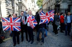 Vote Leave supporters wave Union flags, following the result of the EU referendum, outside Downing Street in London, Britain June 24, 2016.     REUTERS/Neil Hall/File Photo