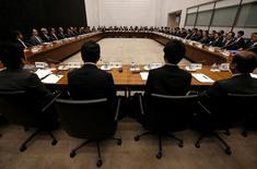 Foto de archivo: Vista general de una reunión trimestral de funcionarios del Banco de Japón en Tokio, Japón, 7 de abril del 2016. La diferencia de opiniones entre los miembros del directorio del Banco de Japón se puso de manifiesto el lunes, ya que algunos defendieron un alivio ilimitado de la política monetaria y otros dijeron que el BOJ ha hecho suficiente. REUTERS/Issei Kato