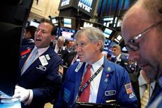 Traders work on the floor of the New York Stock Exchange (NYSE) in New York City, U.S., July 28, 2016.  REUTERS/Brendan McDermid - RTSK40L
