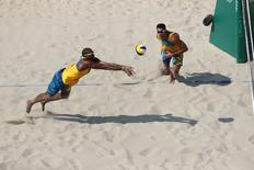 Dupla brasileira de vôlei de praia Pedro Solberg e Evandro durante partida contra dupla canadense na Rio 2016.    09/08/2016         Kevin Jairaj-USA TODAY Sports
