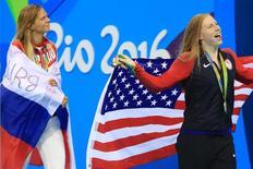 Nadadoras Lilly King, dos EUA, e Yulia Efimova, da Rússia. 08/08/2016 REUTERS/Dominic Ebenbichler