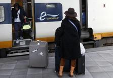 Les employés des trains Eurostar, qui assurent la liaison entre la Grande-Bretagne et l'Europe continentale via le tunnel sous la Manche, sont appelés à faire sept jours de grève en août en raison d'un conflit sur leurs conditions de travail. /Photo d'archives/REUTERS/Francois Lenoir