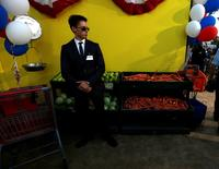 "A security guard stands by fruit and vegetables at the premiere for the movie ""Sausage Party"" in Los Angeles, California, August 9, 2016. REUTERS/Mario Anzuoni"