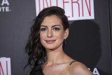 """Atriz Anne Hathaway chega para pré-estreia do filme """"Um Senhor Estagiário"""" em Nova York 21/09/2015 REUTERS/Lucas Jackson/Foto de Arquivo"""