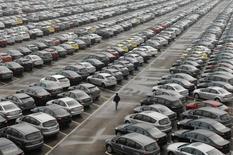 Les ventes automobiles en Chine ont progressé en juillet à leur rythme le plus rapide depuis trois ans et demi en raison d'un dispositif fiscal en faveur des véhicules à petite motorisation et d'une base de comparaison favorable avec l'année dernière. Les ventes ont augmenté de 23% sur un an le mois dernier, à 1,9 million de véhicules. /Photo d'archives/REUTERS