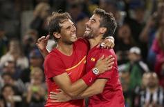 Nadal e López comemoram ouro nas duplas.  12/08/2016.    REUTERS/Kevin Lamarque
