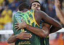 Pedro e Evandro em jogo da eliminação na Rio 2016.  13/08/2016. REUTERS/Tony Gentile