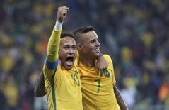 Neymar e Luan comemoram gol do Brasil contra Colômbia. 13/08/2016.  REUTERS/Paulo Whitaker