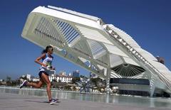 2016 Rio Olympics - Athletics - Final - Women's Marathon -Sambodromo - Rio de Janeiro, Brazil - 14/08/2016. Desiree Linden (USA) of USA competes     REUTERS/Pilar Olivares