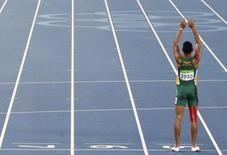 Sul-africano Wayde van Niekerk comemorando vitória na Rio 2016.   14/08/2016       REUTERS/David Gray