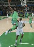 Brasil x Nigéria no basquete masculino. 15/08/2016 REUTERS/Jim Young