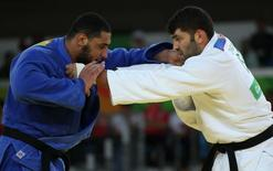 Or Sasson, de Israel, e Islam El Shehaby, do Egito, durante combate nos Jogos Olímpicos do Rio de Janeiro 12/08/2016 REUTERS/Toru Hanai