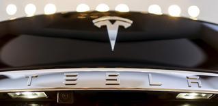 A Tesla logo adorns a 'Model S' car in the dealership in Berlin, Germany, November 18, 2015. REUTERS/Hannibal Hanschke  - RTS7VPF