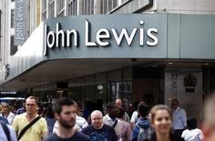 Los británicos superaron el susto del brexit de junio y las ventas minoristas crecieron mucho más de lo esperado el mes pasado, mostraron el jueves datos oficiales. En la imagen, una tienda de la cadena John Lewis en Oxford Street, Londres, el 14 de agosto. REUTERS/Peter Nicholls