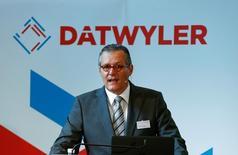 Le directeur général de Dätwyler Holding, Paul Haelg. Le groupe suisse n'entend pas augmenter son offre sur Premier Farnell, le fabricant du mini-ordinateur Raspberry Pi, qui pourrait être racheté par l'américain Avnet. /Photo prise le 14 juin 2016/REUTERS/Arnd Wiegmann
