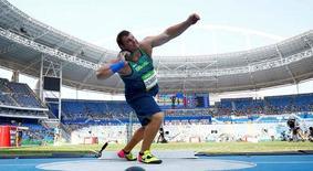 Darlan Romani durante prova de arremesso de peso.     18/08/2016     REUTERS/Kai Pfaffenbach