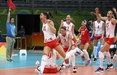 Seleção feminina de vôlei da Sérvia comemora após derrotar EUA  18/08/2016 REUTERS/Yves Herman