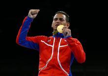 Pugilista cubano Robeisy Ramírez comemora conquista da medalha de ouro na Rio 2016 20/08/2016 REUTERS/Peter Cziborra
