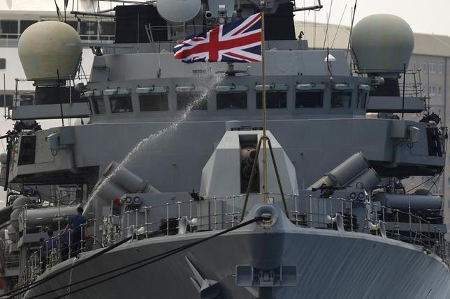 8月11日、かつて世界最強と謳われた英海軍だが、それも今は昔だ。米国をはじめとする同盟国にとっては、これはゆゆしき問題である。写真は、英海軍のフリゲート艦ウェストミンスター。ジブラルタルで2013年8月撮影(2016年 ロイター/Jon Nazca)