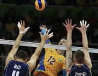2016 Rio Olympics - Volleyball - Men's Gold Medal Match Italy v Brazil - Maracanazinho - Rio de Janeiro, Brazil - 21/08/2016. Lipe (BRA) of Brazil spikes as Simone Buti (ITA) of Italy and Ivan Zaytsev (ITA) of Italy block.  REUTERS/Dominic Ebenbichler