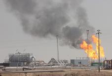 Le gouvernement irakien a exhorté mardi les compagnies étrangères à augmenter leur production et leurs exportations de pétrole et de gaz naturel afin de maximiser les revenus du pays. /Photo prise le 25 juillet 2016/REUTERS/Essam Al-Sudani