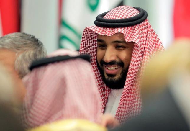 8月24日、サウジアラビアのムハンマド・ビン・サルマン副皇太子(写真)は、来週からの中国と日本への訪問で、原油依存脱却に向けた改革について話し合う考えだ。7月撮影(2016年 ロイター/Joshua Roberts)