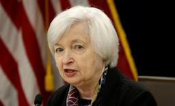 Les arguments en faveur d'un relèvement des taux d'intérêt aux Etats-Unis se sont renforcés ces derniers mois en raison de l'amélioration de la situation du marché de l'emploi et des anticipations d'une croissance économique modérée, dit vendredi Janet Yellen, la présidente de la Réserve fédérale. /Photo prise le 16 mars 2016/REUTERS/Kevin Lamarque