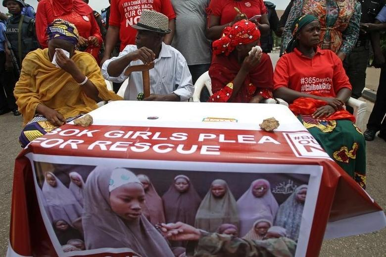 Parents of abducted Chibok girls cry as police denied them access to see President Muhammadu Buhari during a rally in Abuja, Nigeria  August 25, 2016. REUTERS/Afolabi Sotunde