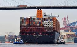 La principale fédération commerciale d'Allemagne a nettement réduit sa fourchette de prévision de croissance des exportations allemandes cette année à 1,8%-2,0% en raison des risques, tels le Brexit, qui accroissent les incertitudes pour les entreprises du monde entier. /Photo d'archives/REUTERS/Morris Mac Matzen