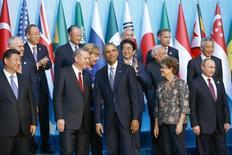 """Главы государств """"Большой двадцатки"""" на совместном фотографировании в ходе саммита в турецкой Анталье 15 ноября 2015 года. Президент США Барак Обама может встретиться с российским лидером Владимиром Путиным в кулуарах саммита стран """"Большой двадцатки"""" в Китае в сентябре, сообщил Белый дом."""