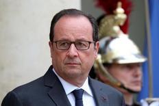 Президент Франции Франсуа Олланд в Елисейском дворце в Париже 29 августа 2016 года. Олланд предупредил во вторник, что напряженность на Украине возросла в последние месяцы и существует риск дальнейшего ухудшения ситуации, равно как и в Сирии. REUTERS/Charles Platiau