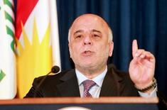 El primer ministro iraquí, Haider al-Abadi, durante una conferencia de prensa en Arbil. 6 de abril de 2015. Irak respaldará una eventual decisión de la OPEP de congelar los niveles de producción de petróleo a fin de apuntalar los precios, dijo el primer ministro iraquí, Haider al-Abadi, en una conferencia de prensa ofrecida el martes en Bagdad. REUTERS/Azad Lashkari/File Photo -