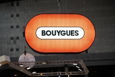 Bouygues, à suivre mercredi à la Bourse de Paris, alors que le groupe de BTP, de médias et de télécoms a annoncé mercredi la nomination de deux nouveaux directeur généraux délégués pour assister Martin Bouygues dans le contexte de la succession du PDG. /Photo d'archives/REUTERS/Charles Platiau