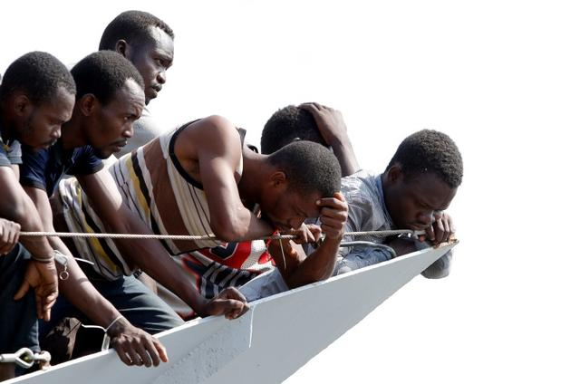 Migrants wait to disembark from the Italian Navy vessel Sfinge in the Sicilian harbour of Pozzallo, southern Italy, August 31, 2016. REUTERS/ Antonio Parrinello