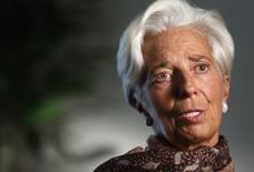 El Fondo Monetario Internacional (FMI) probablemente recortará de nuevo sus estimaciones sobre el crecimiento de la economía mundial en 2016 porque las perspectivas se han visto impactadas por la débil demanda, el bajo comercio e inversión y la creciente desigualdad, dijo la jefa del organismo, Christine Lagarde. En la imagen, Lagarde durante la entrevista con Reuters en la sede del FMI en Washington, el 31 de agosto de 2016   REUTERS/Gary Cameron
