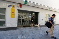 Una oficina de empleo en Sevilla el 2 de junio de 2016. El desempleo registrado en España subió en agosto tras cinco meses de declives y después de tocar en julio su nivel más bajo en siete años. REUTERS/Marcelo del Pozo