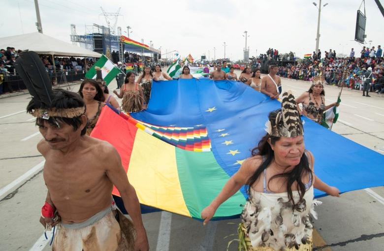 Bolivia's Amazon indigenous participate during a parade as part of Bolivia's Independence Day celebrations, in Santa Cruz, August 7, 2016. Freddy Zarco/Courtesy of Bolivian Presidency/Handout via REUTERS